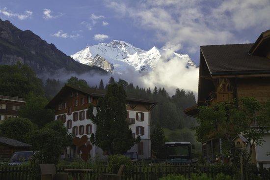 Hotel Edelweiss: Vue de l'hôtel sur la Jungfrau