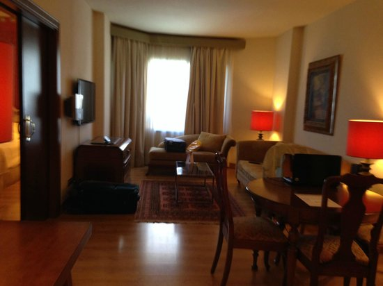 Hesperia Sevilla: Very comfortable sofa, large flatscreen TV, dining area, lots of light