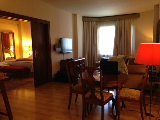 Hesperia Sevilla : Room was beautifully furnished, very spacious and had lots of natural light