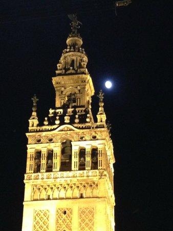 Hesperia Sevilla: Full moon over La Giralda