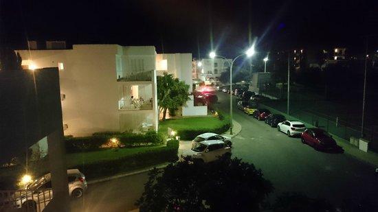 Aparthotel Ferrera Blanca: Utsikt från balkongen sen kväll