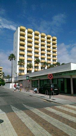 Protur Atalaya Apartamentos : Front view of protur atalaya