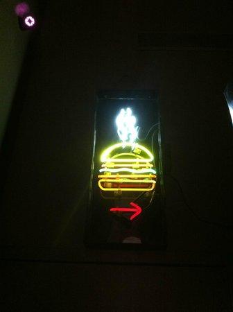 burger joint at Le Parker Meridien Hotel : esto te indica que el hotel tiene su lado sencillo