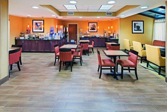 Hampton Inn Norman: Breakfast Area