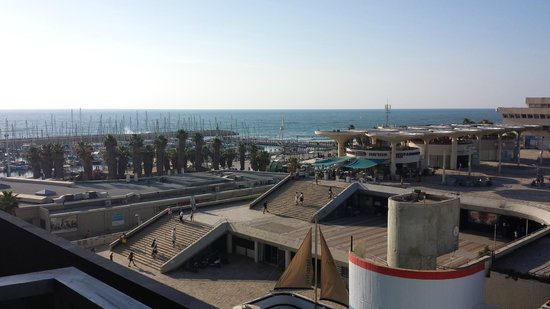 Herods Tel Aviv : Side wiew of  the beach from balcony across a wide concrete plaza