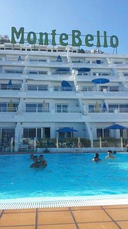 Servatur Montebello Apartments : Buenísima la pool...super limpia. ..👙🌞