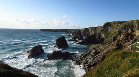 Carnewas and Bedruthan Steps: The view from the top of Bedruthan Steps