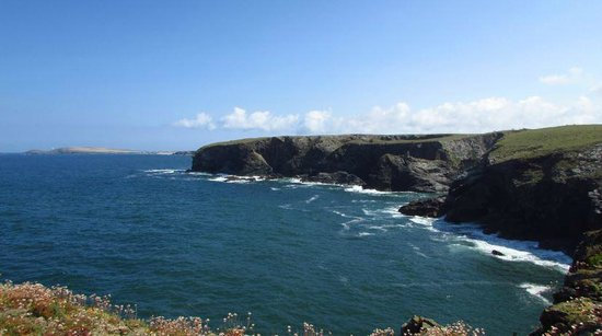 Carnewas and Bedruthan Steps: Looking towards Trevose Head from Park Head.