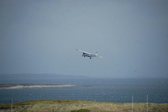 Ard Einne Inn: View from Ard Einne with Aer Arann flight departing from airport