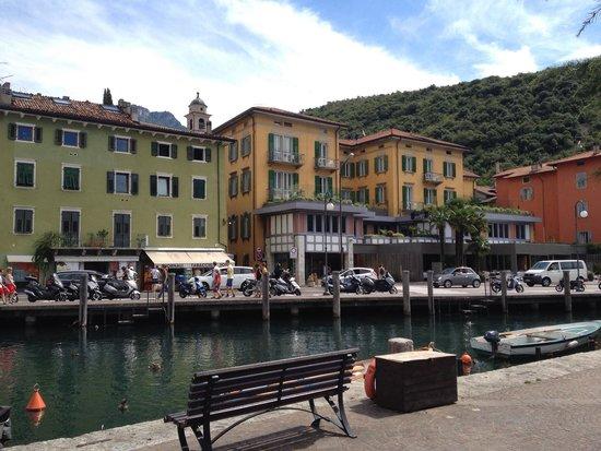 Hotel Lago di Garda: Hotel front