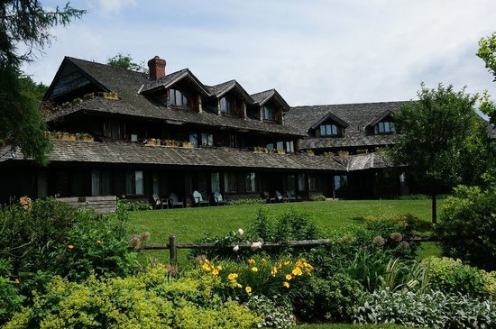Trapp Family Lodge: side view of the front of the Lodge