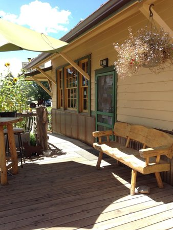 Zuma Natural Foods and General Store: Come on in...