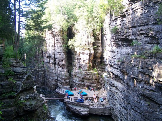 Ausable Chasm : Take the rafts!