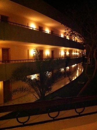 Royal Azur Resort: Couloir des chambres