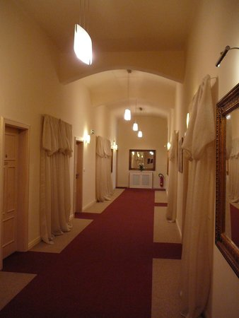 Unitas Hotel: 2nd floor hallway