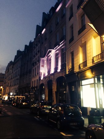L'Empire Paris: Hotel's face on the street