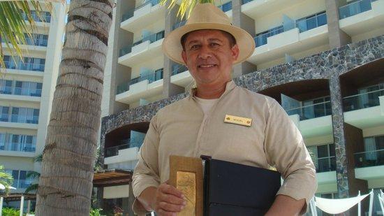 Secrets Vallarta Bay Resort & Spa: Get a poolside massage from Miguel