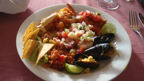 Secrets Vallarta Bay Resort & Spa: Lunch From Barefoot Grill