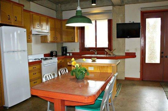 Montesino Ranch Studios : Kitchen/Dining area