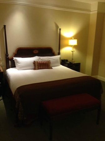 Hermitage Hotel: King Size Bed