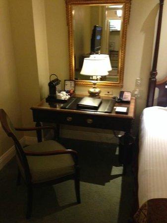 Hermitage Hotel : Desk