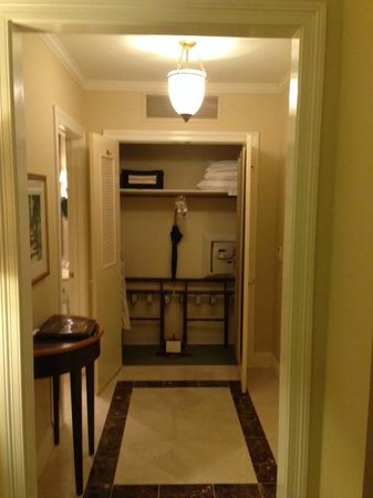 Hermitage Hotel : Closet/ Entryway