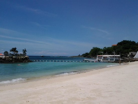 Movenpick Hotel Mactan Island Cebu: beach area