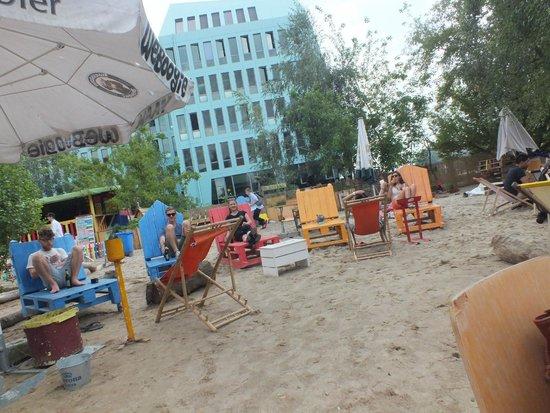 Alternative Berlin Tours: Jamaican Beach Bar