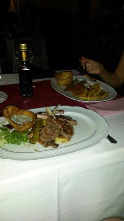 Ristorante Classico Club Nautico Santa Ponsa: Lamb with grilled vegetables and yougurt mint lemon dressing. Delicious!