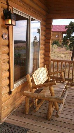 Zion Mountain Ranch: Heerlijk balkon met schommelbank.