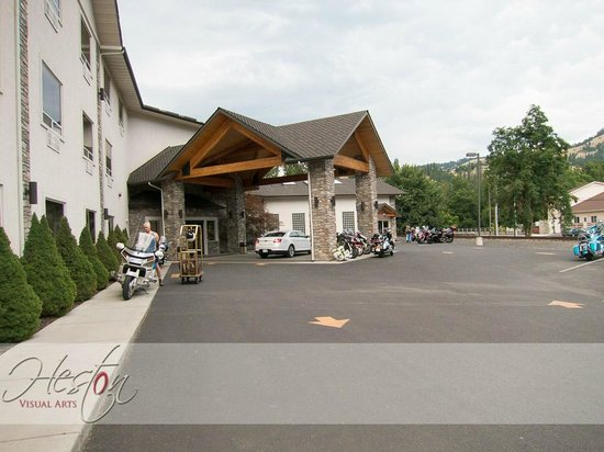 Best Western Lodge At River's Edge: Hotel Entrance
