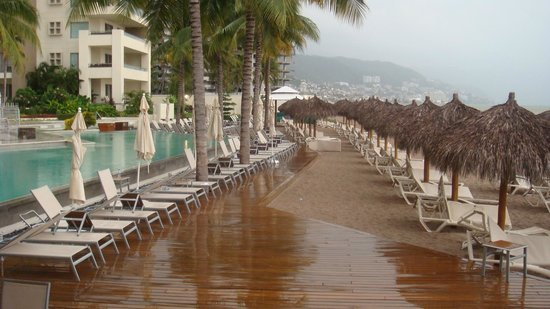 Secrets Vallarta Bay Resort & Spa: It's Even Pretty During An Afternoon Shower