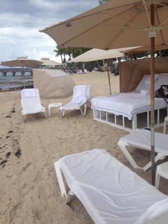 Casa Marina, A Waldorf Astoria Resort: Cabana by the ocean... Very relaxing!