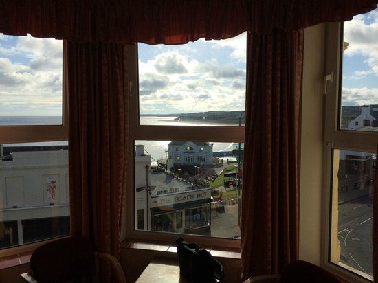 Albany Lodge: View NE from room, close to restaurants, pubs, shops and beach