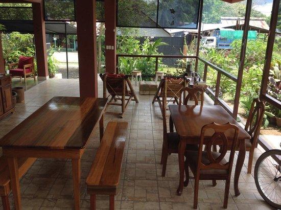 Hotel Inn Jimenez : Outdoor Sitting Area