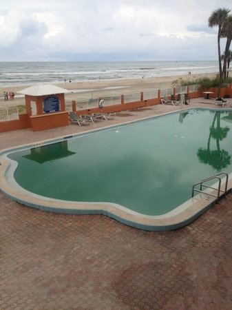 Super 8 Daytona Beach Oceanfront : Green pool