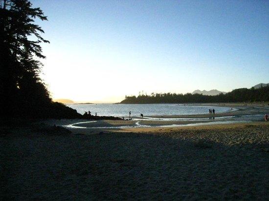 Crystal Cove Beach Resort: McKenzie beach right at the resort.  Beautiful