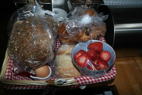 Amphora Apartment: This was left for us on our first morning, all fresh