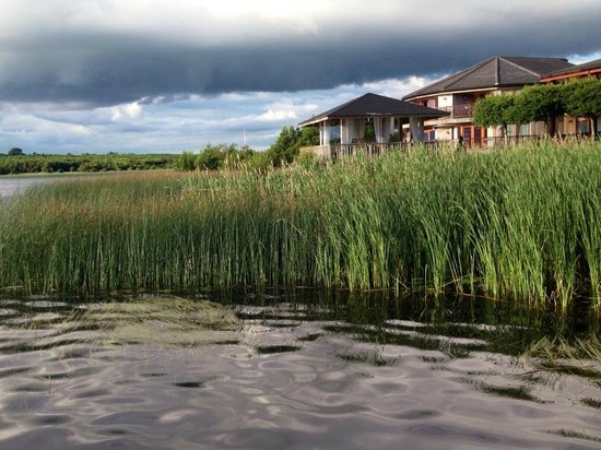 The Restaurant: Vista desde el muelle Wineport en lough Ree