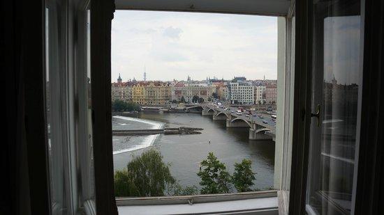 Prague Holiday Apartments: Вид из окна
