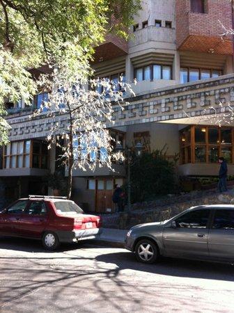 Hotel de la Canada: Desde la verde de enfrente