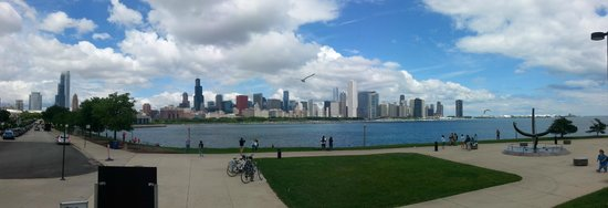 Adler Planetarium: Chicago Skyline from the planetarium