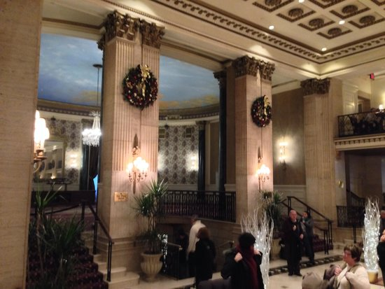 The Roosevelt Hotel: Beautiful building