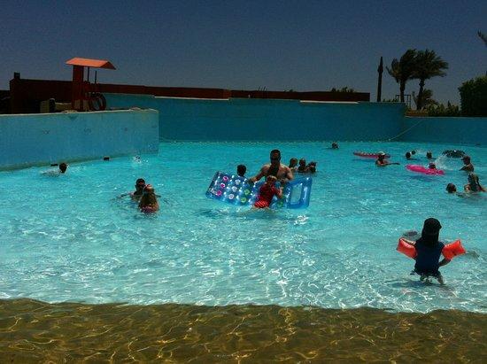 Titanic Palace: Wave pool