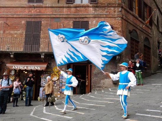 Walkabout Florence Tours: Contrada's parade