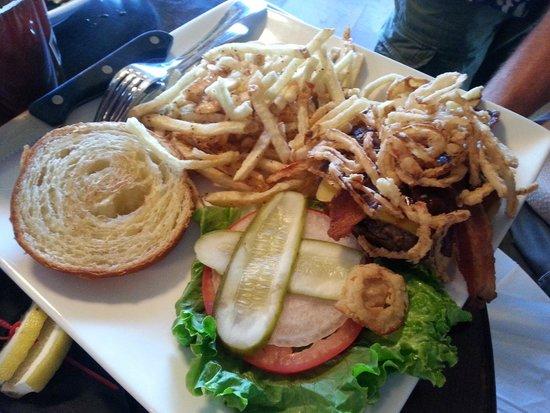 Big Bear Lake Brewing Company : great burgers