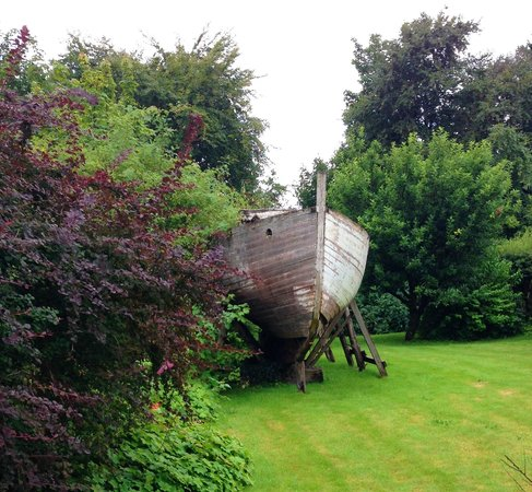 Strongarbh House: Boat in the garden?!