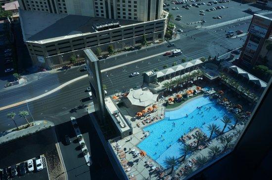 Elara by Hilton Grand Vacations : Swimming pool