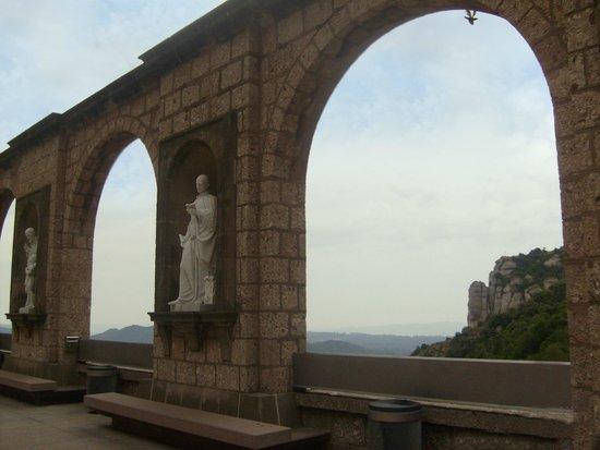 Montserrat Monastery: Аркада мрнастыря