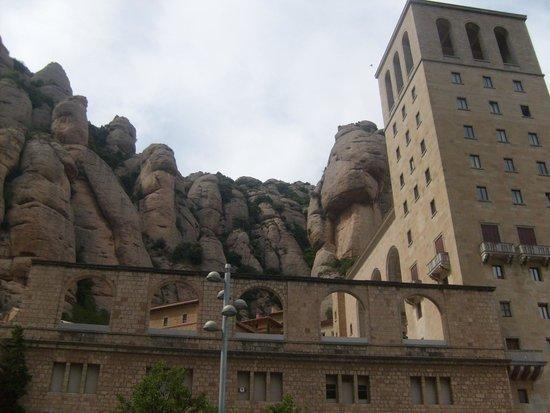 Montserrat Monastery: Архитектура и природа дополняют друг друга